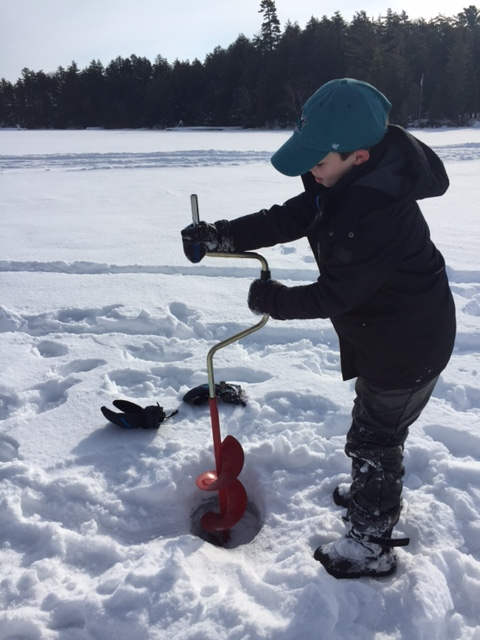 ice fishing drilling 3